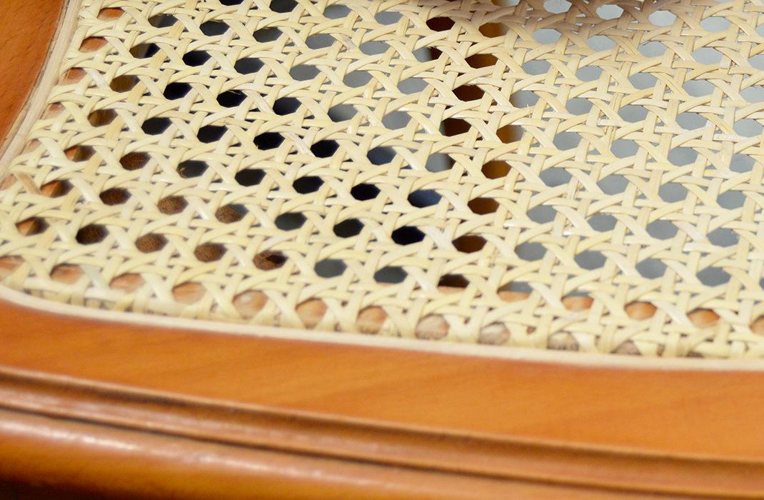 L'Esat Essor restaure les chaise et fautueils en cannage