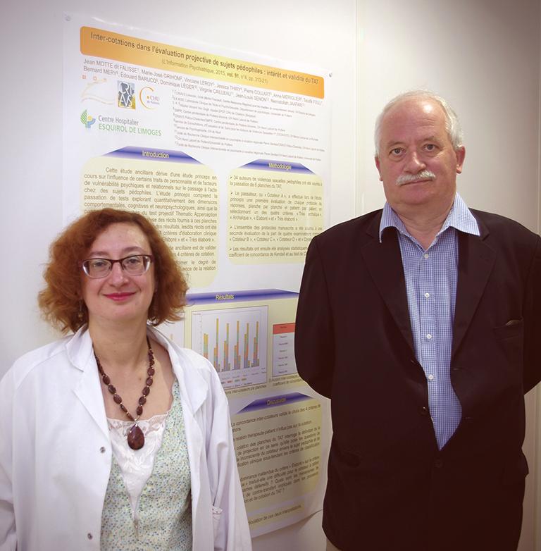Virginie Cailleau et Jean Motte dit Falisse, devant le poster scientifique de l'étude.
